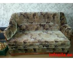 Продаётся комплект диван и 2 кресла.