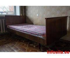 Кровать полутороспальная. 14.х1.9 м. Отдам.